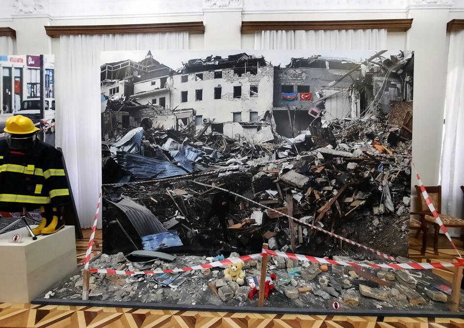 Разрушения, совершенные армянами в азербайджанских городах и селах, в фотографиях