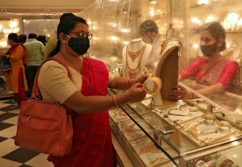 Индийские продавцы добились права сидеть на работе