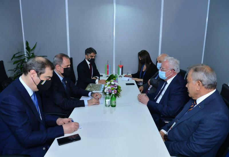 Джейхун Байрамов встретился с министром иностранных дел Палестины