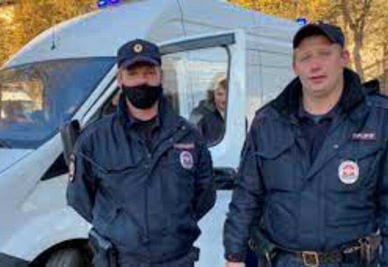 В России полицейский спас 12-летнюю девочку, которая упала с моста в реку