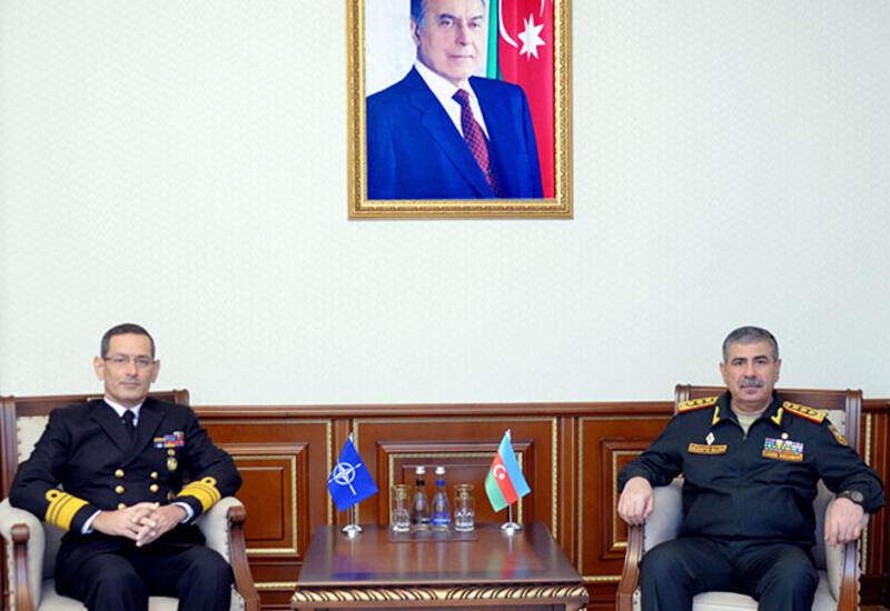 Глава минобороны Азербайджана встретился с представителем НАТО