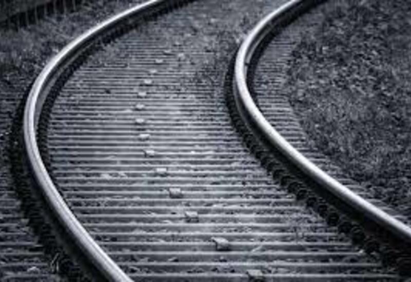 Во Франции три человека погибли, попав под поезд