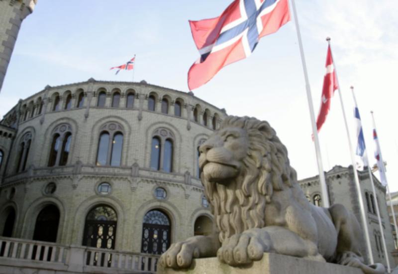 Премьер-министр Норвегии подала королю прошение об отставке правительства