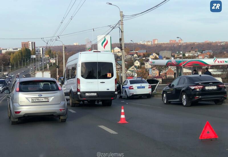 В России пассажирка автобуса ударила водителя ножом в шею