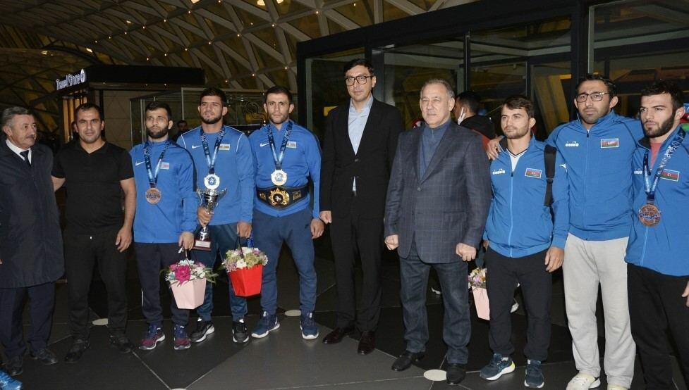 Фарид Гайыбов принял участие в церемонии встречи спортсменов, вернувшихся с чемпионата мира по борьбе