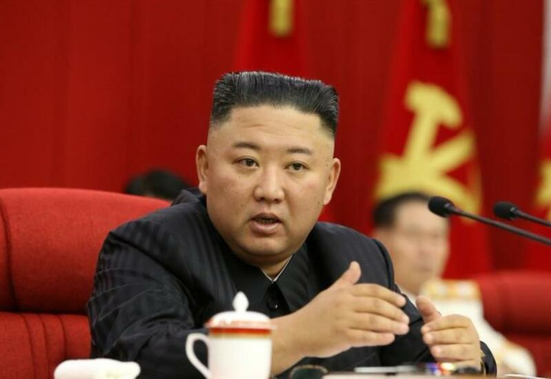 Ким Чен Ын устроил банкет в зале с баллистическими ракетами