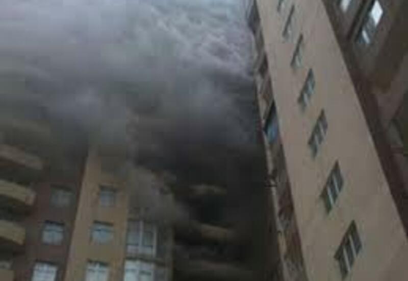 В жилом комплексе в Баку произошел пожар