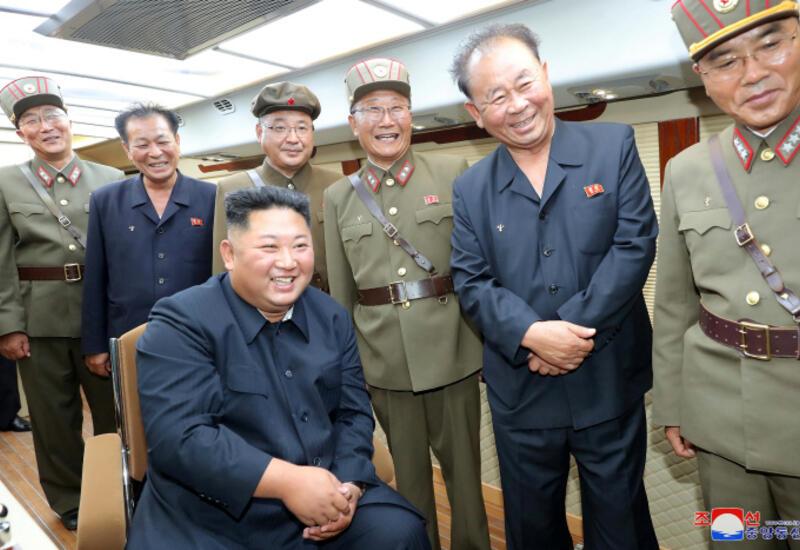 В КНДР военные показали Ким Чен Ыну умение крушить телом бетон
