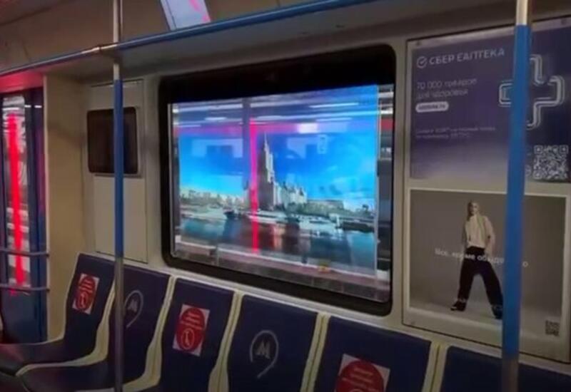 В московском метро появился поезд с дисплеями вместо окон