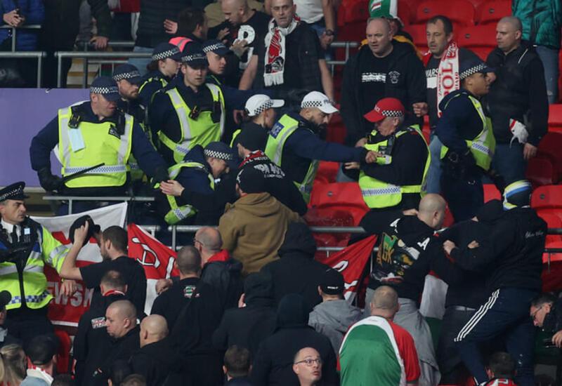 Венгерские фанаты устроили драку с лондонской полицией на матче отбора ЧМ-2022