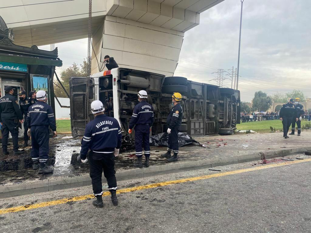 Страшная авария в Баку - грузовик столкнулся с пассажирским автобусом