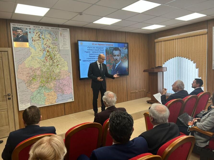 В Москве состоялось открытие аудитории и памятника Фармана Салманова