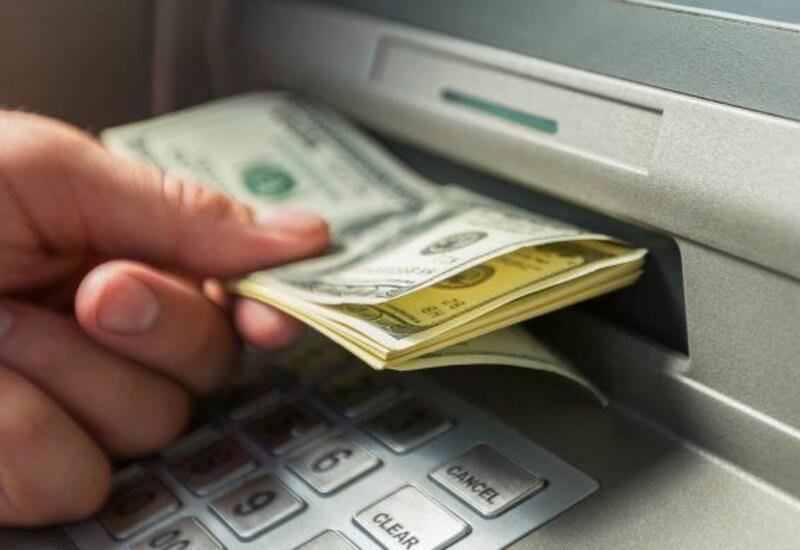 Azərbaycanda bankomatlar dollar qəbulunu dayandırıb