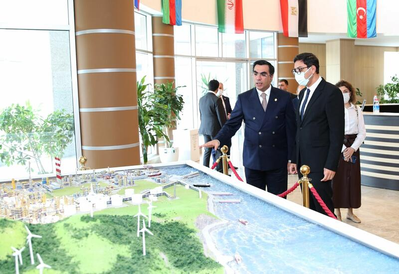 Министр молодежи и спорта посетил Бакинскую высшую школу нефти