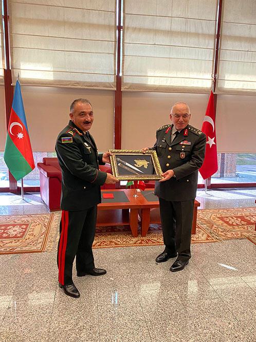 Командующий Сухопутными войсками находится с визитом в Турции