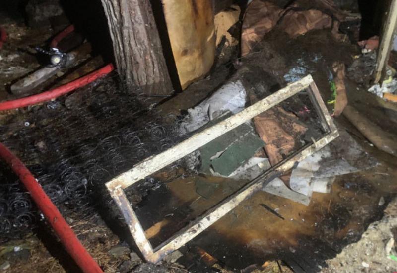 В Баку произошел пожар, сгорело несколько объектов