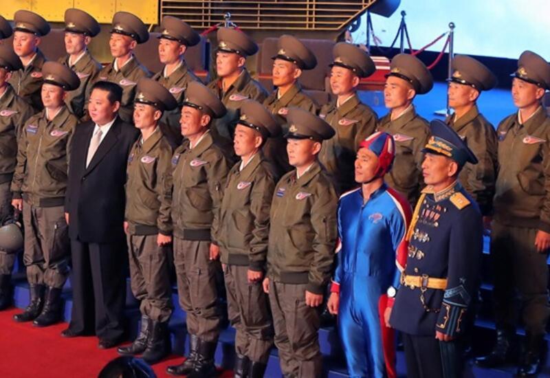 Новая форма парашютистов КНДР напомнила форму Капитана Америки