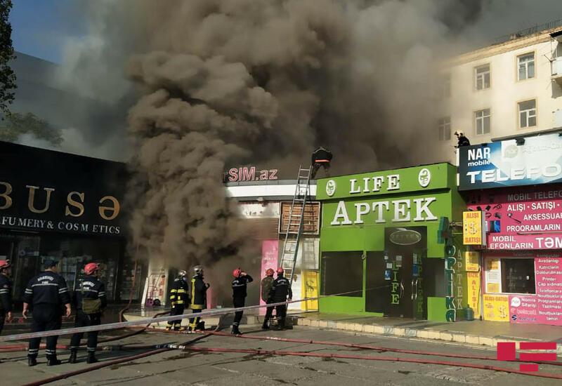 Пожар в торговых объектах в Баку охватил 300 кв. м