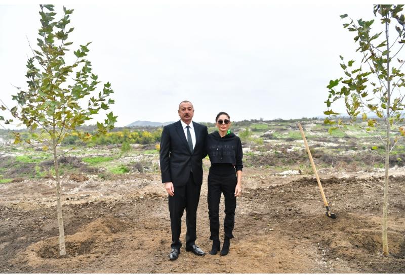 Президент Ильхам Алиев и Первая леди Мехрибан Алиева ознакомились с условиями, которые будут созданы в Центральном городском парке в Физули