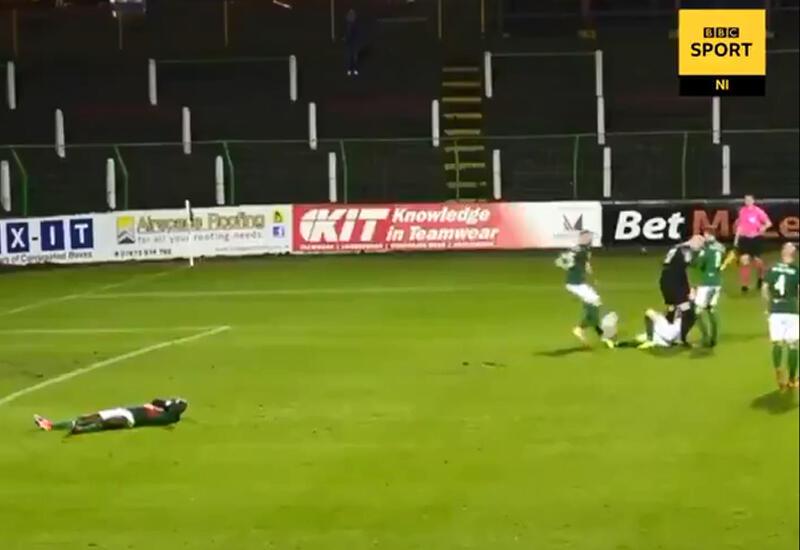 Ирландский вратарь попытался задушить одноклубника прямо на поле