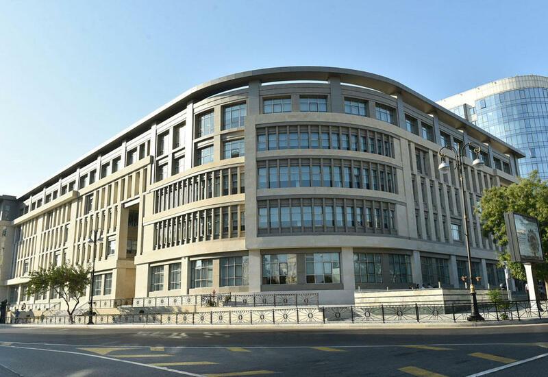 Еще одна школа в Баку закрылась на карантин