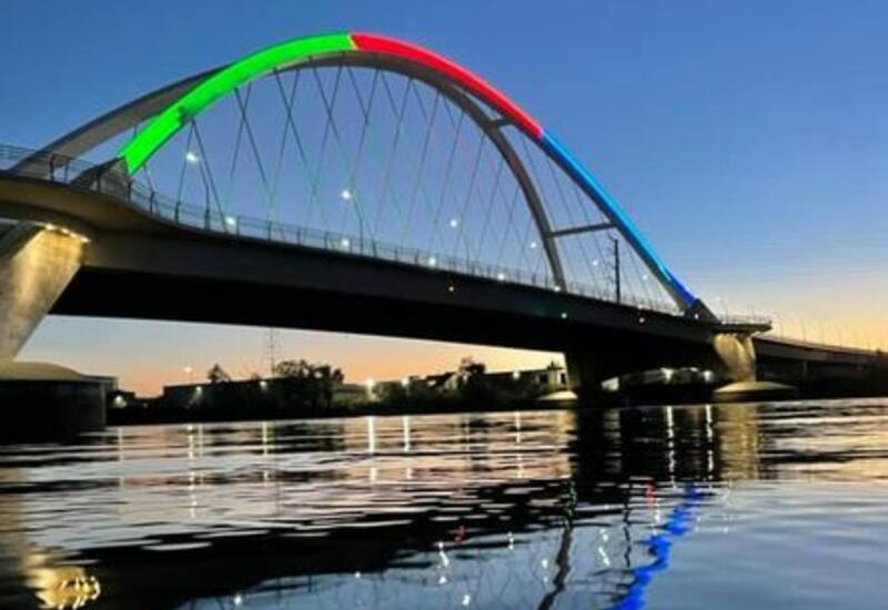 Знаменитый в США мост окрасился в цвета азербайджанского флага