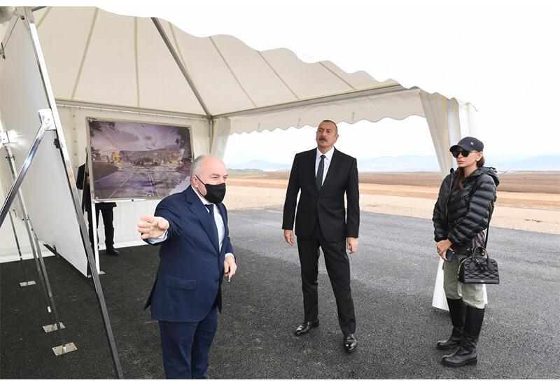 Президент Ильхам Алиев и Первая леди Мехрибан Алиева ознакомились с ходом строительства Международного аэропорта в Зангилане