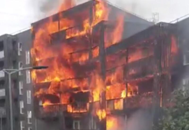 Три этажа многоэтажки охватило огнем в Самаре