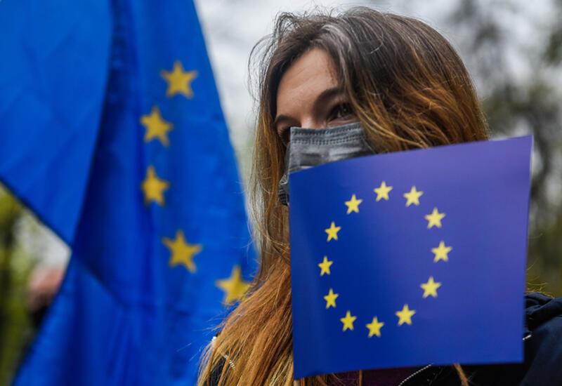 ЕС обсуждает дальнейшее смягчение антиковидных ограничений для вакцинированных