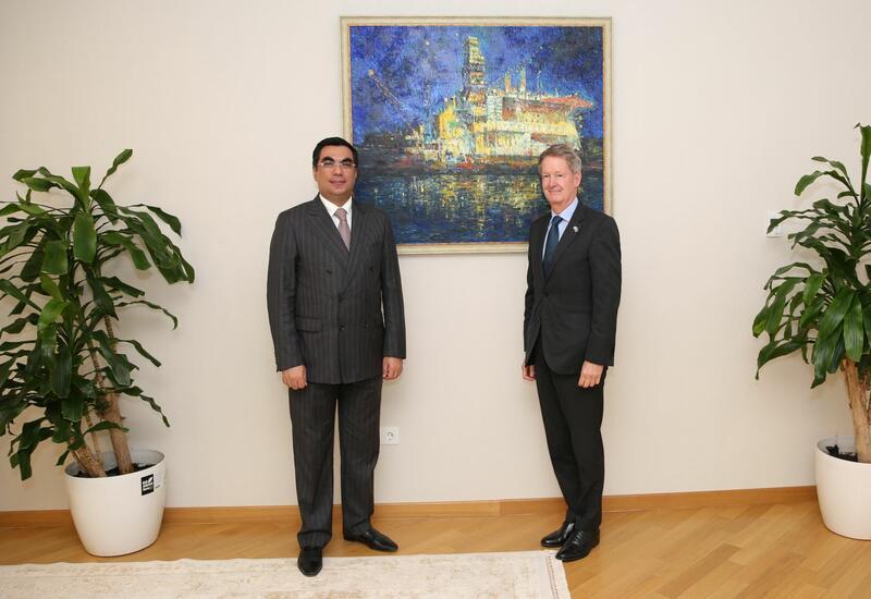 Посол Великобритании в Азербайджане посетил Бакинскую высшую школу нефти