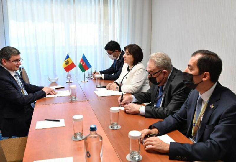 Сахиба Гафарова обсудила двусторонние отношения с председателем парламента Молдовы