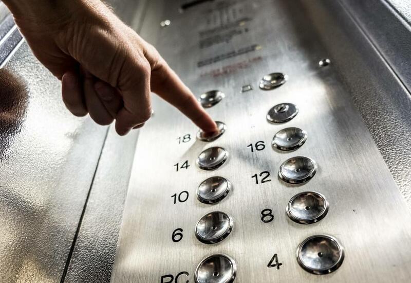 Лифт с десятью пассажирами упал в шахте жилого дома в Москве