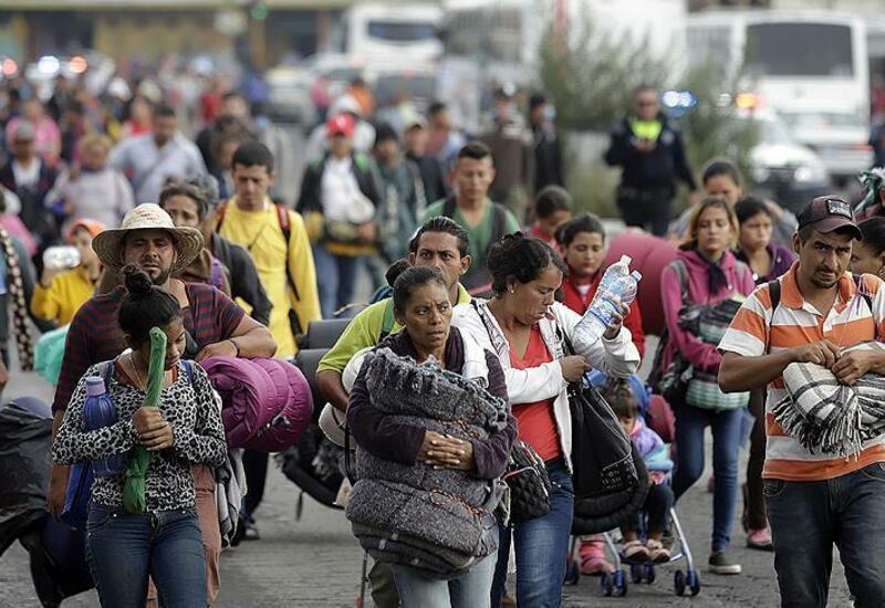 Караван мигрантов прорвался через блокпост мексиканской полиции