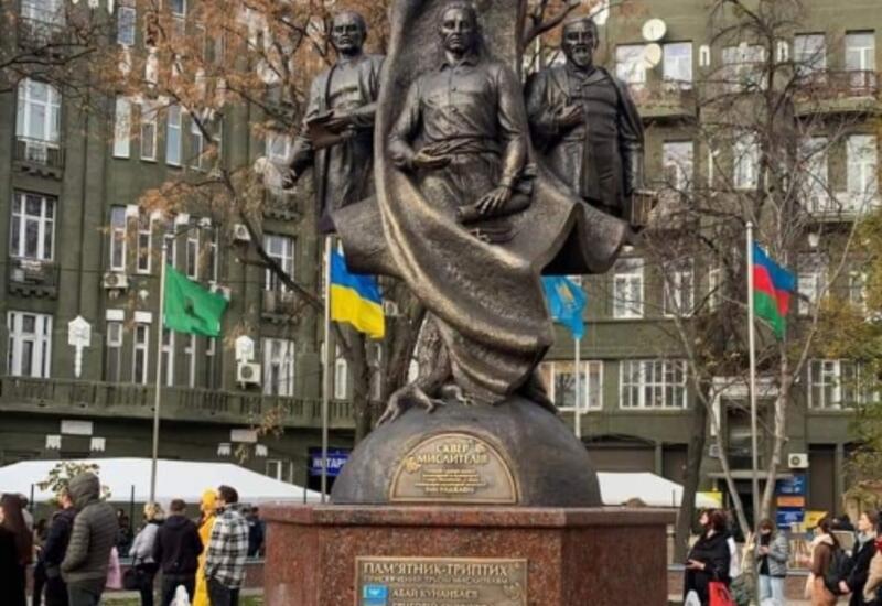 В Харькове открылся памятник Мирза Фатали Ахундзаде