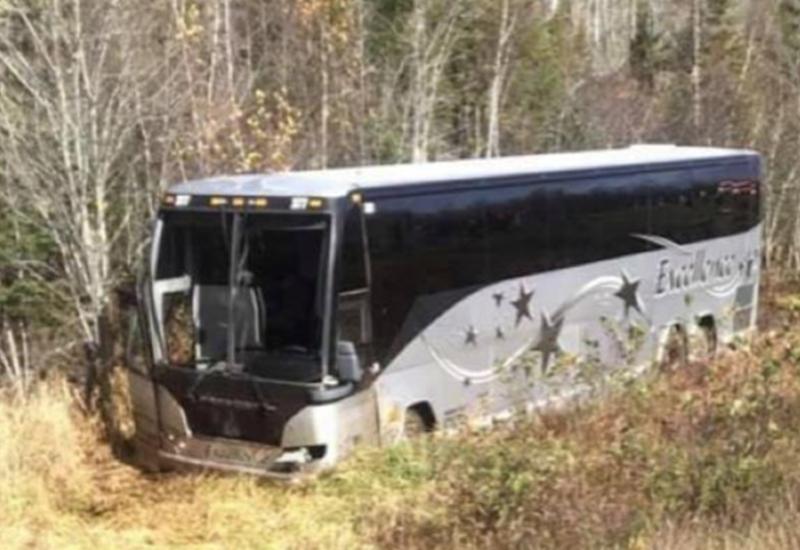 В Канаде автобус с хоккейной командой попал в аварию