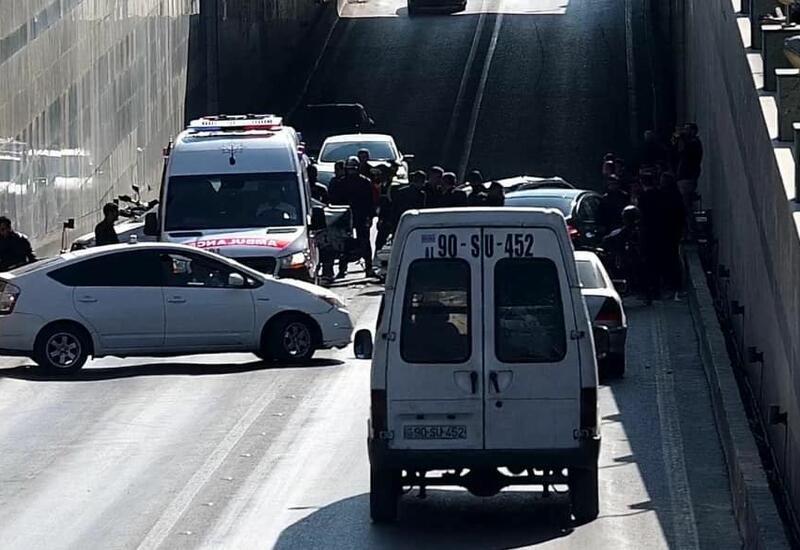 В бакинском туннеле произошла авария, на дорогах возникла плотность