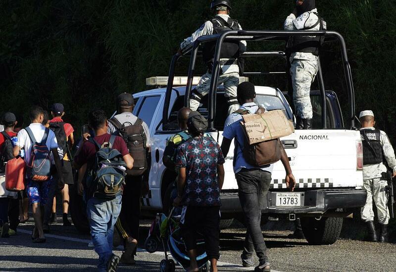 2000 мигрантов идут пешком по Мексике