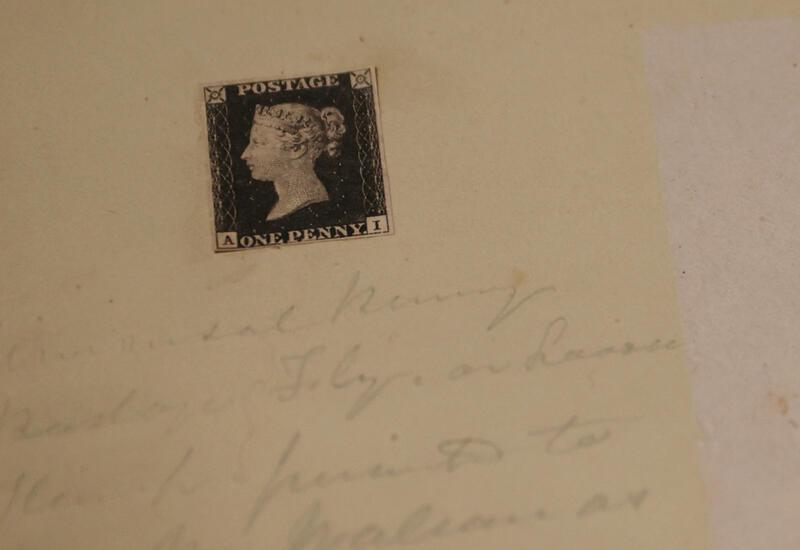 Первую почтовую марку в мире выставят на аукцион в Британии