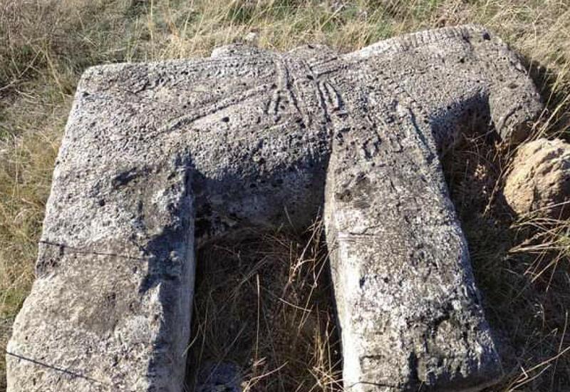 В Лачине обнаружены надгробные фигуры в виде лошадей