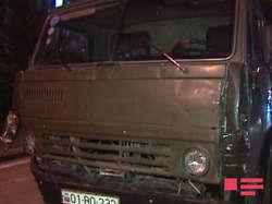 Лобовое столкновение КамАЗ и Mitsubishi в Баку: образовалась пробка - ФОТО