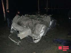 Неуправляемый Mercedes влетел в дерево и перевернулся: есть погибшие - ОБНОВЛЕНО - ФОТО