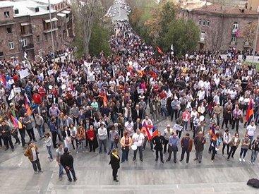 Армян призвали к всеобщей мобилизации против властей