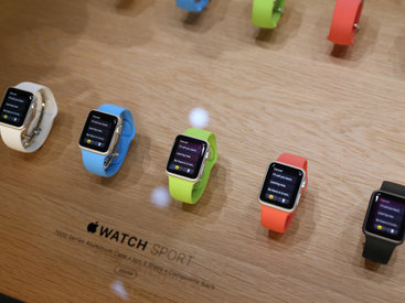 Британским министрам запретили носить Apple Watch