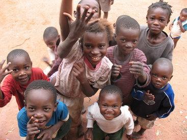 Более 13 млн детей не могут идти в школы