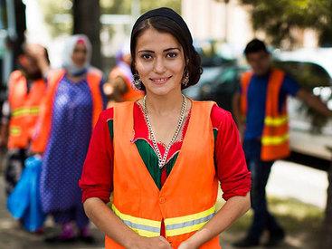 Эту девушку из Таджикистана назвали красивейшим дворником - ФОТО