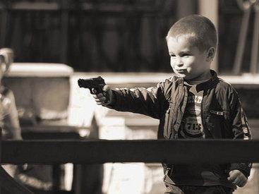 Невиданная трагедия в США: 3-летний ребенок убил годовалого малыша