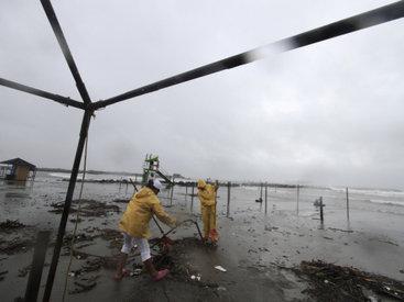 Ураган оставил 370 тыс. человек без электричества