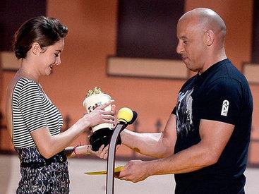 Жаркая ночь в Лос-Анджелесе: розданы награды MTV - ФОТО