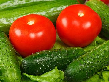 Как правильно хранить огурцы и помидоры - источники витаминов