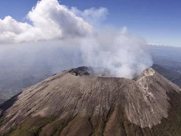 Извержение вулкана в Японии - ВИДЕО